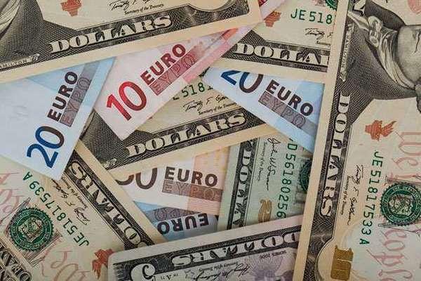 Стоит ли покупать доллары и евро сейчас